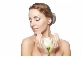 性感美女肖像留着长长的玫瑰色卷发妆容_7250534