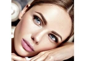 性感迷人的美女模特每天化妆清新嘴唇裸_7251693
