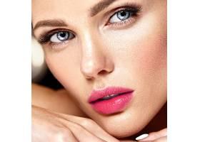 性感迷人的美女模特每天化妆清新嘴唇裸_7251696