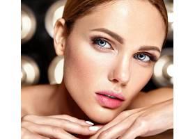 性感迷人的美女模特每天化妆清新嘴唇裸_7251698