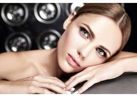 性感迷人的美女模特每天化妆清新嘴唇裸_7251710