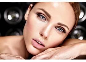 性感迷人的美女模特每天化妆清新嘴唇裸_7251714