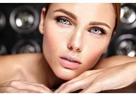 性感迷人的美女模特每天化妆清新嘴唇裸_7251715