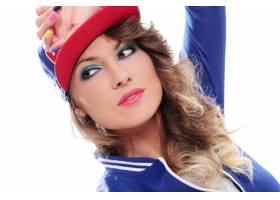 戴着帽子的卷发漂亮的有色人种女孩_6449964