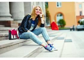 可爱搞笑现代性感都市年轻时髦微笑女模特身_7169878