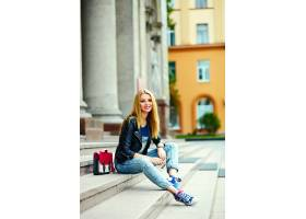 可爱搞笑现代性感都市年轻时髦微笑女模特身_7169883