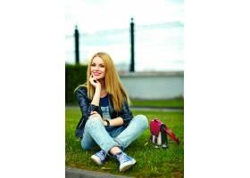 可爱搞笑金发现代性感都市年轻时髦微笑女模_7169916