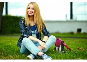 可爱搞笑金发现代性感都市年轻时髦微笑女模_7169918