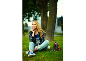 可爱搞笑金发现代性感都市年轻时髦微笑女模_7169938