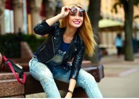可爱有趣的现代性感都市年轻时髦的微笑女模_7169270
