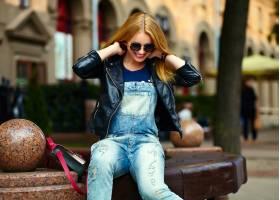 可爱有趣的现代性感都市年轻时髦的微笑女模_7169282
