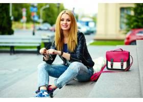 可爱有趣的现代性感都市年轻时髦的微笑女模_7169900