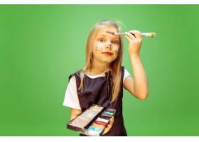 在努力梦想成为化妆师的小女孩童年规_12629611