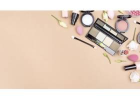 具有复制空间的化妆品的俯视构图_8667162