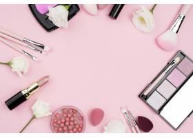 具有拷贝空间的化妆品的平铺布置_8667176