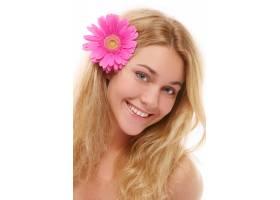 一位戴着围巾的漂亮年轻女子_6285840