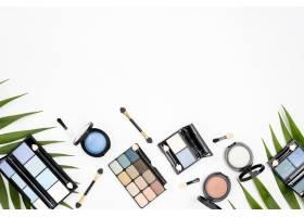 一套不同的化妆品白色背景上有复制空间_8667137