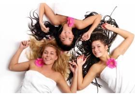一群漂亮的年轻女子_6284636