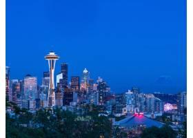 黄昏时分美国西雅图市五颜六色的灯火通明_918541301