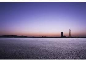 黄昏的城市景观_90232701