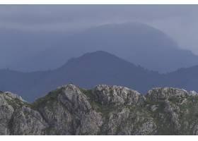 白天有山的美丽风景_1169737801