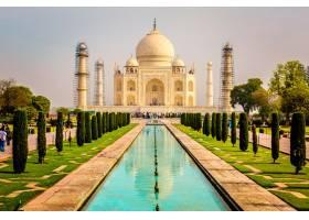 晴朗天空下印度阿格拉泰姬陵建筑的美丽垂直_1106323501