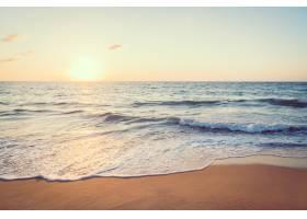 有海有滩的夕阳_381696601