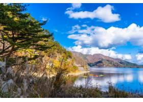 川口湖周边的美丽风景_379693901