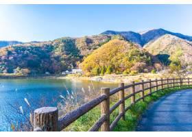 川口湖周边的美丽风景_379694301