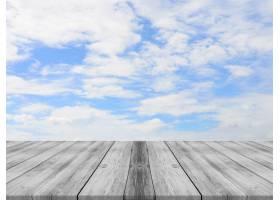 带有云彩背景的天空的木板_99666101