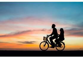 情侣蜜月自然幸福浪漫_112934201