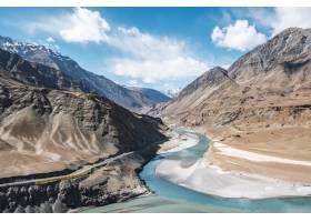 印度河和赞斯卡尔河在印度拉达克的汇合_469553701
