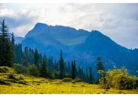 印度田野和马纳利山脉的景观_1306168801