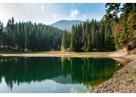 喀尔巴西亚山脉高湖的壮观景色_778321401