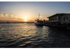 土耳其伊斯坦布尔海上的日出_276840101