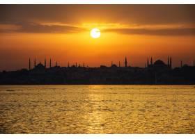 土耳其伊斯坦布尔的海上日出风光_276840201