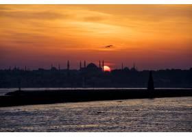 土耳其伊斯坦布尔的海上日出风光_322077901