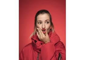 穿红色冬衣的女人_5263756