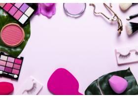 粉色背景带文案空间的化妆品俯视图_5481711