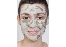 戴面罩的前视女性特写镜头_5513595