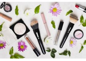 化妆工具和花卉的构图_4869971