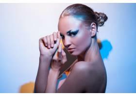 化着美妆的美丽的高加索女子_6023232
