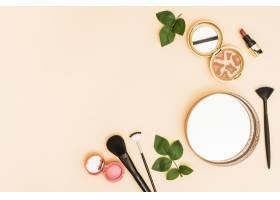 圆形镜面粉末致密粉色背景上有叶子的口_4426721