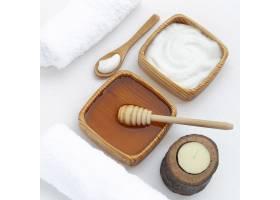 身体黄油和蜂蜜在白色背景上的高角度_5687554