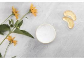 身体黄油霜在大理石背景上的特写视图_5330915