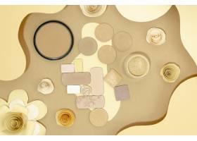 米色背景下的裸体化妆品构图_5745614