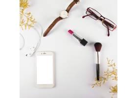 智能手机附近的配件和化妆品_3039227