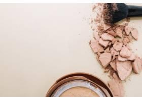 粉碎的粉末和刷子附近的农作物容器_1465397