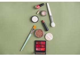 绿色背景下的不同类型化妆品_3140776