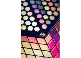 美丽的眼影和唇彩化妆品_1123517